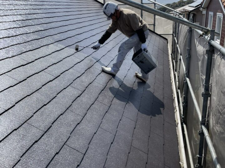 屋根 コロニアル部分 中塗り